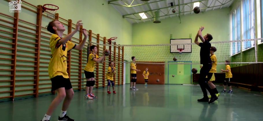 Siatkarze PGE Skry promują siatkówkę | Aktywny udział w treningach Akademii Siatkówki
