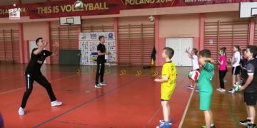 Kacper Piechocki i Robert Milczarek poprowadzili trening w SP nr 12 w Bełchatowie