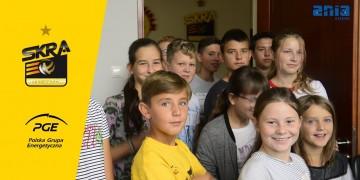 Wakacyjna wizyta dzieci w hali Energia dzięki CE ANIA